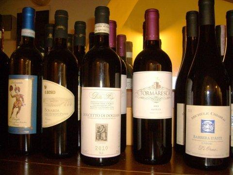 cantina vini, enoteca, vini rossi