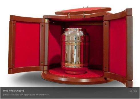 L'agenzia funebre propone urne rifinite in oro zecchino.