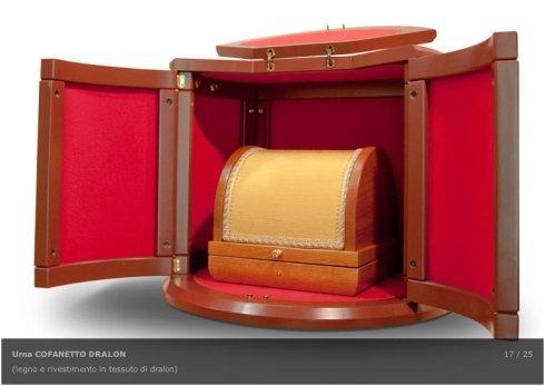 urne rivestite in tessuto, urne in legno chiaro, urne in legno scuro