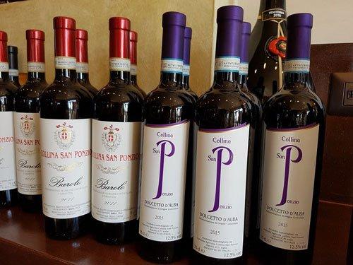 delle bottiglie di vino