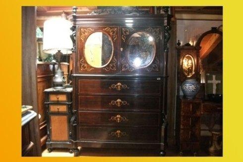 cassettiera antica con specchio