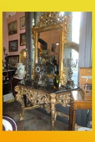 toilette in legno dorato con specchio antico