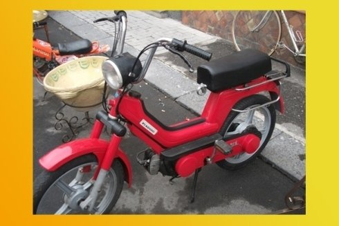 motocicletta rossa vintage