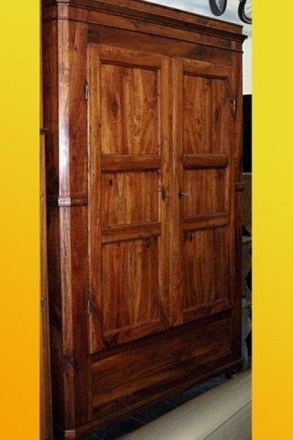 armadio di antiquariato