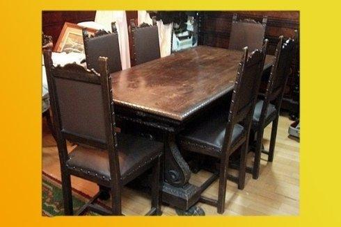 tavolo e sedie per arredamento antico