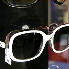 occhiali bianchi e neri
