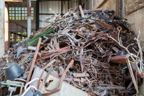 un cumulo di rifiuti pronti per la raccolta