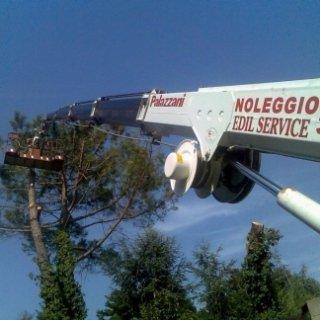 Piattaforma aerea noleggio con operatore