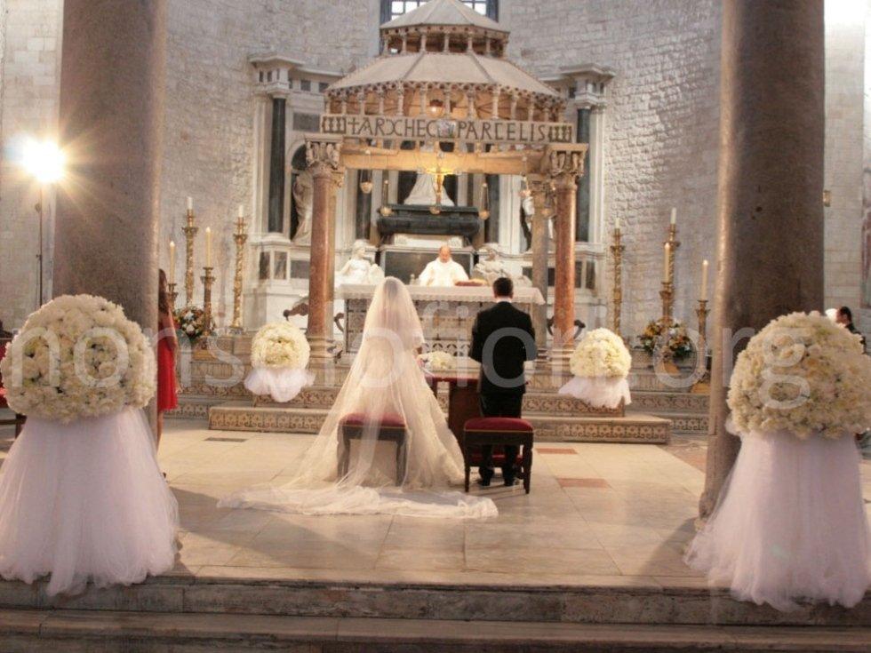 sposi su altare