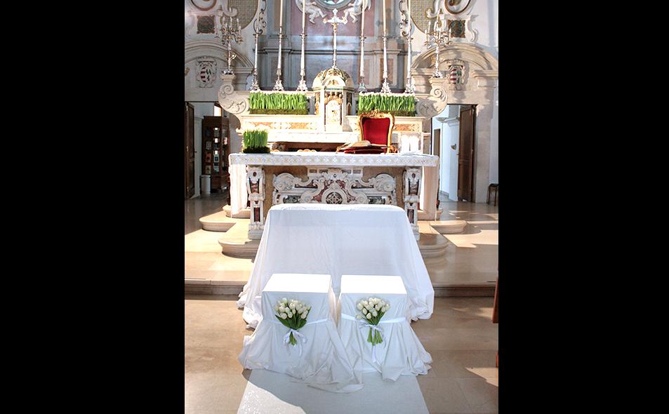 altare_con_fiori