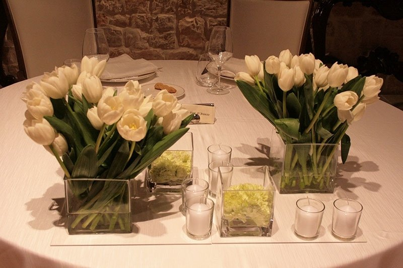 vasi_con_tulipani_bianchi