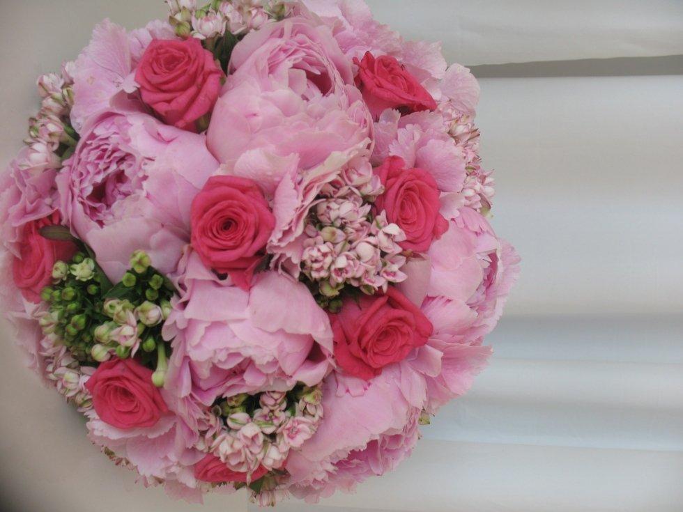 bouquet di peonie e rose rosa e fucsia