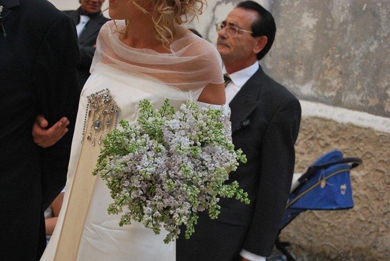 sposa_con_bouquet_ cattedrale di Bari