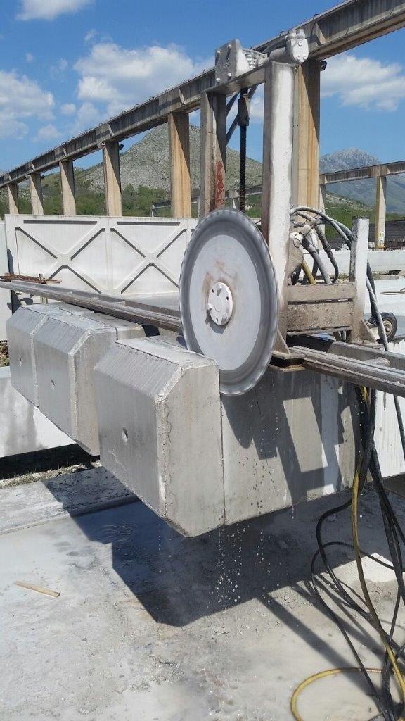Taglio a disco diamantato per la rettifica di pilastri in C.A.