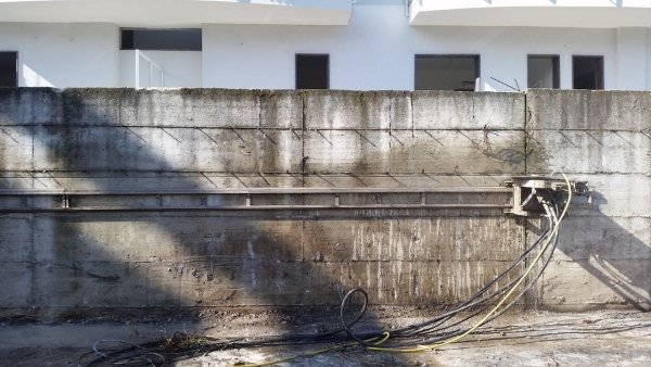 Taglio a disco diamantato per il recupero di parte di mura perimetrali in C.A.