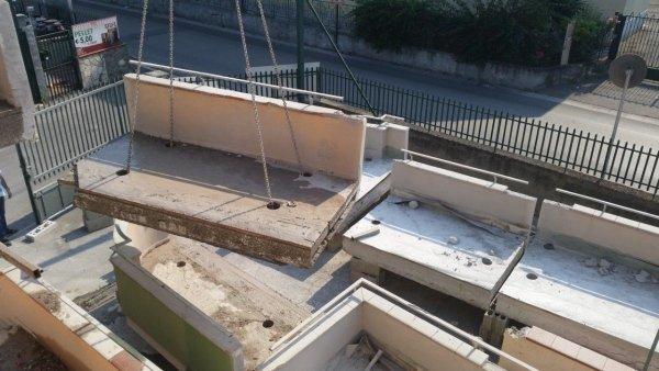 Taglio a disco diamantato, sollevamento di parte di fabbricato in C.A. e elativo stoccaggio dei pezzi di balconi in totale sicurezza