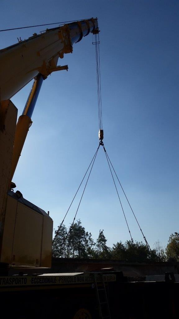 Taglio e sollevamento delle travi di collegamento di m 22 in C.A