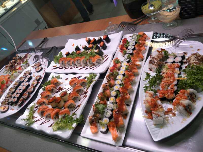 biffet di sushi al salmone