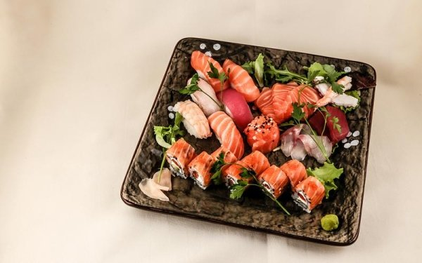 mix sushi e sashimi