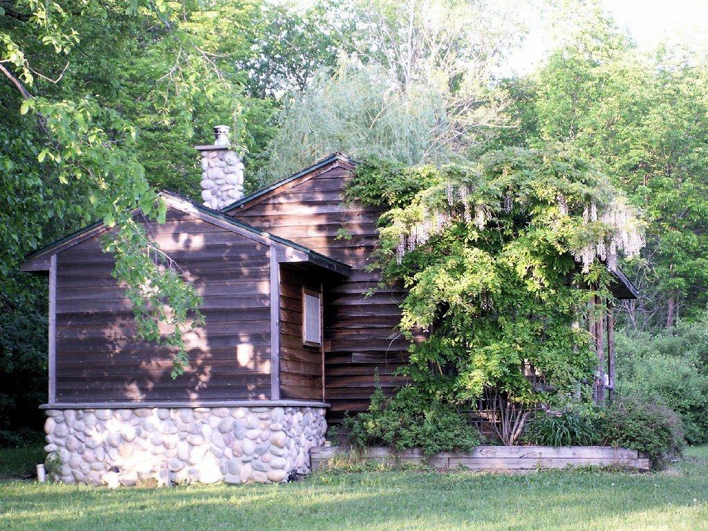 Rosebud Estate Wedding Groom's Cabin