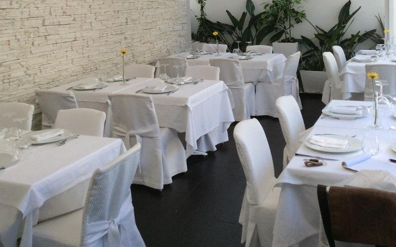 sala di matrimonio in bianco