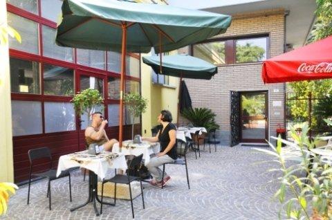 bar, centro benessere, tavolini