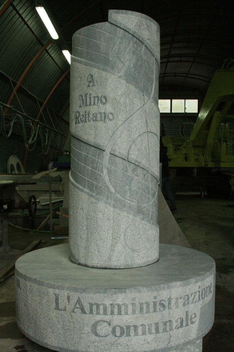 Monumento a Mino Reitano
