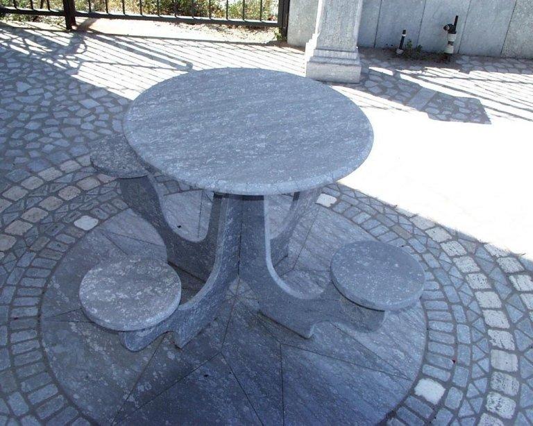tavolino con sgabelli
