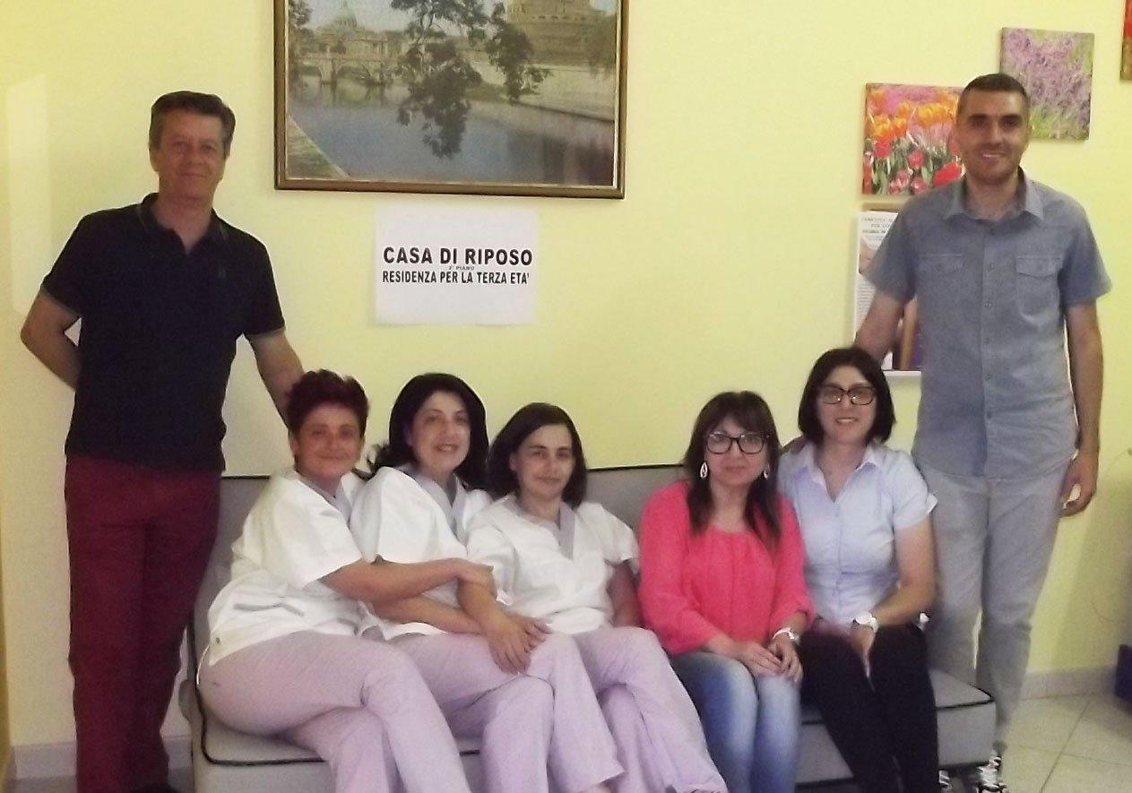 Personale casa di riposo a Camastra