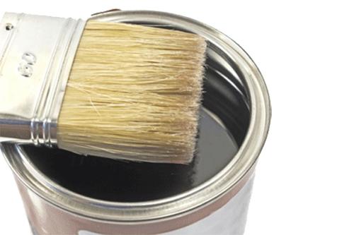 pennello su barattolo di vernice