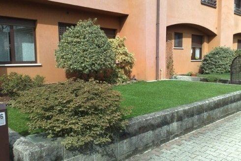 I giardinieri eseguono anche la manutenzione di giardini e parchi in condomini e complessi residenziali.