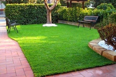 Fornitura di accessori per la decorazione di spazi di verde.