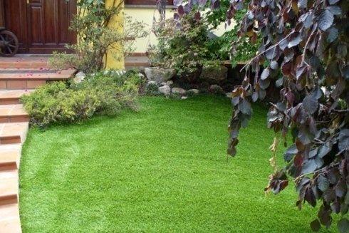 La ditta effettua lavori di giardinaggio su richiesta della clientela.