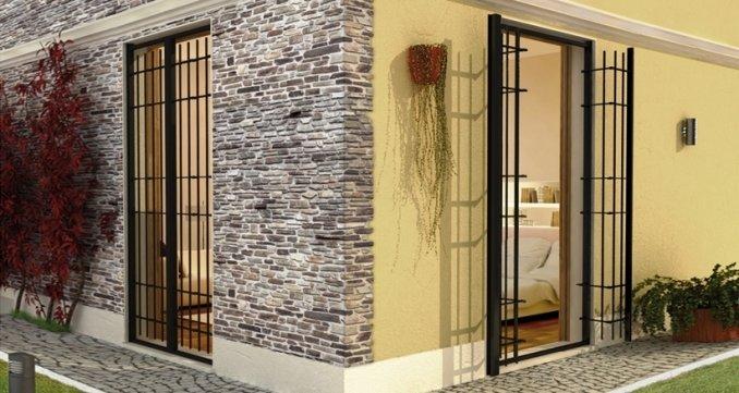 delle porte di una casa con le griglie