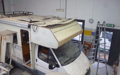Camper nell'officina di riparazione