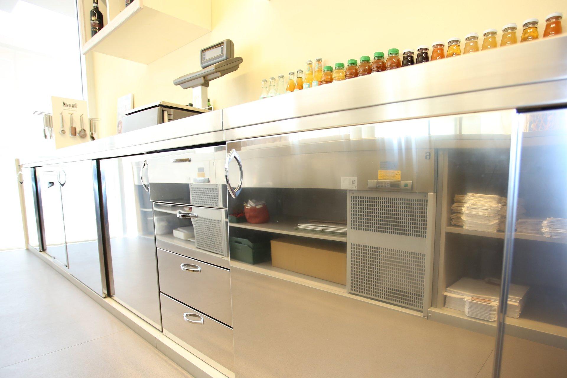Best Cucina Con Bancone Bar Contemporary - bakeroffroad.us ...