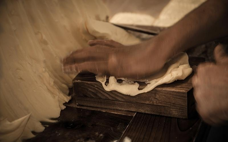 Lavorazione burro a mano airasca