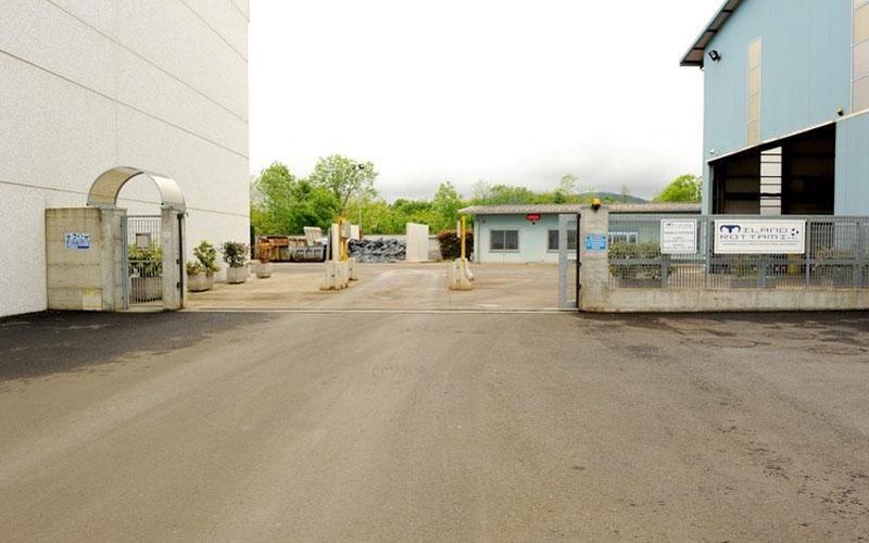 ingresso parcheggio di un magazzino