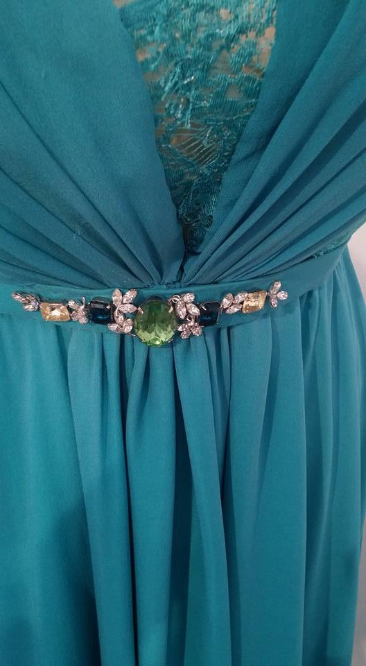 splendido abito sposa con ricamo gioielli