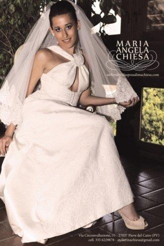 una modella con abito da sposa a Maria Angela Chiesa