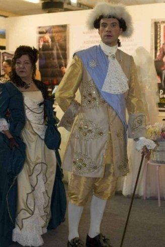confezionamento vestiti antichi