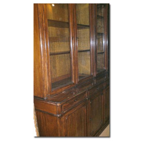 un mobile in legno
