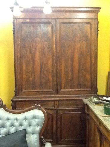 un armadio in legno