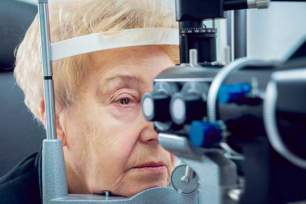 Glaucoma consultation with an ophthalmologist