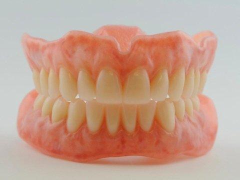riparazione protesi e dentiere