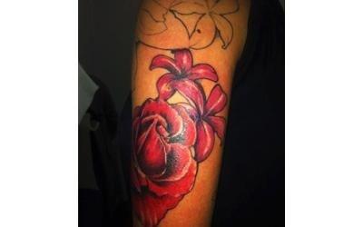 tatuaggio con fiore