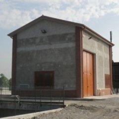 Facciata esterna centrale idroelettrica prima del lavoro