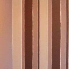 Decorazione di interni a righe verticali
