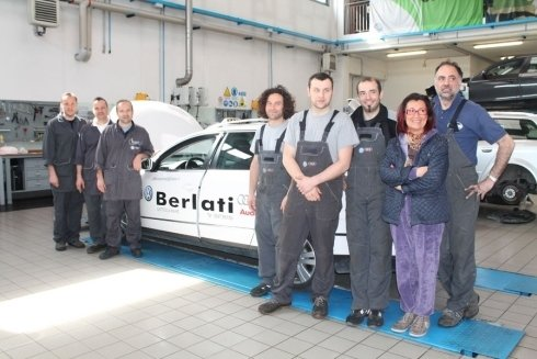 interno dell`officina Berlati con staff