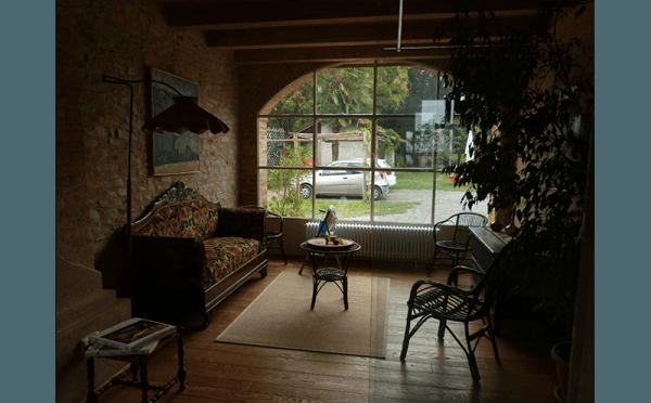 sala con vetrata